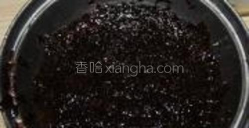 紫菜剪碎用水泡开,洗净沥干