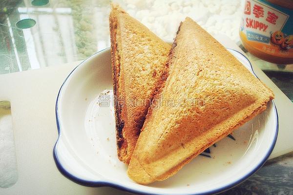 花生酱香蕉三明治的做法