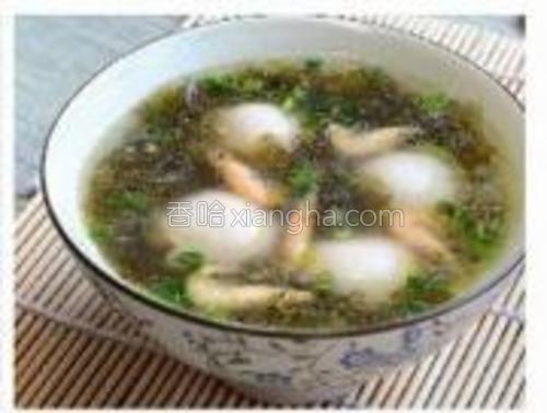 将煮好的汤圆盛入汤碗即可。