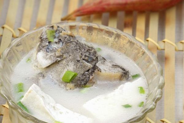 鲫鱼头豆腐汤