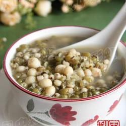 绿豆薏米芡实粥的做法[图]