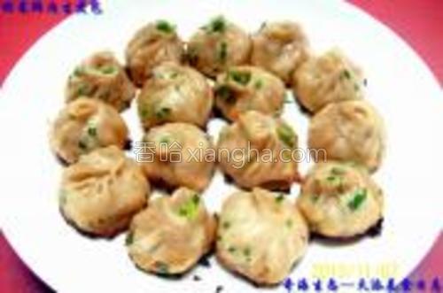 煎制的《榨菜鲜肉生煎包》成品图示一。
