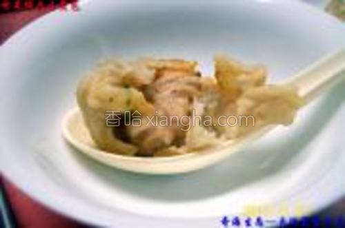 煎制的《榨菜鲜肉生煎包》成品食用图示三。