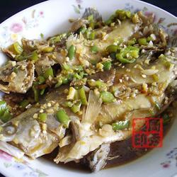 青椒焖臭桂鱼的做法[图]