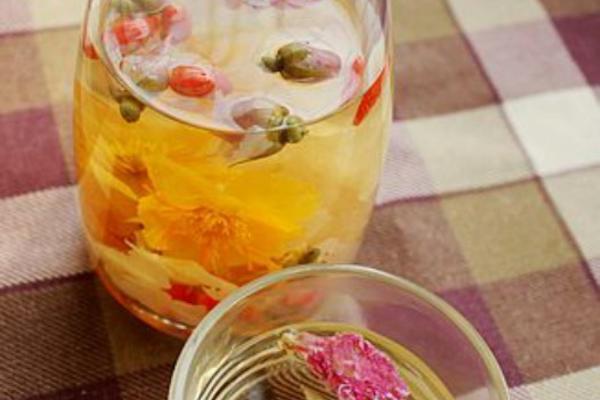 杜鹃玫瑰枸杞莲花茶