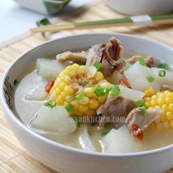 排骨玉米白萝卜汤的做法[图]