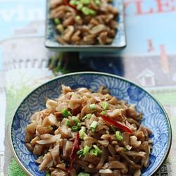 香蒜萝卜头配苦荞米杂粮粥的做法[图]