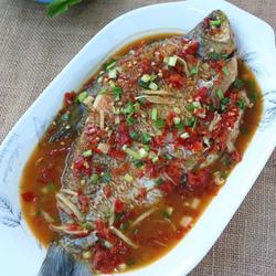 泡椒烧鳊鱼的做法[图]