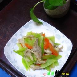 莴苣炒平菇的做法[图]