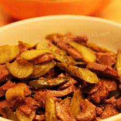 酸黄瓜炒羊肝的做法[图]