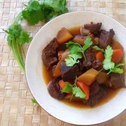 川味紅白蘿卜混燒牛肩肉的做法[圖]