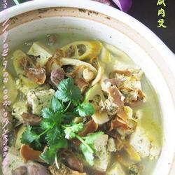 河蚌咸肉豆腐煲的做法[图]