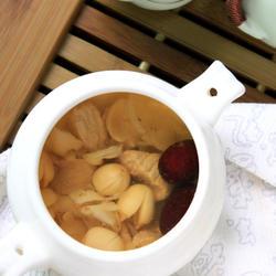 莲子百合炖瘦肉的做法[图]