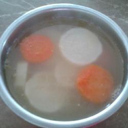 红白萝卜鲫鱼汤的做法[图]