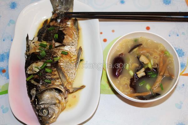 多菌鲫鱼汤的做法
