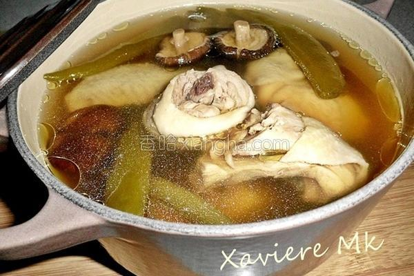 剥皮辣椒香菇鸡汤的做法