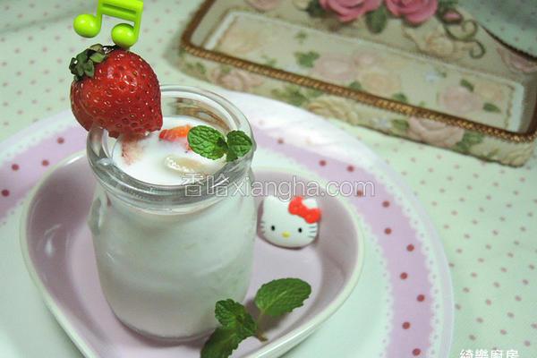 草莓炼奶优酪乳