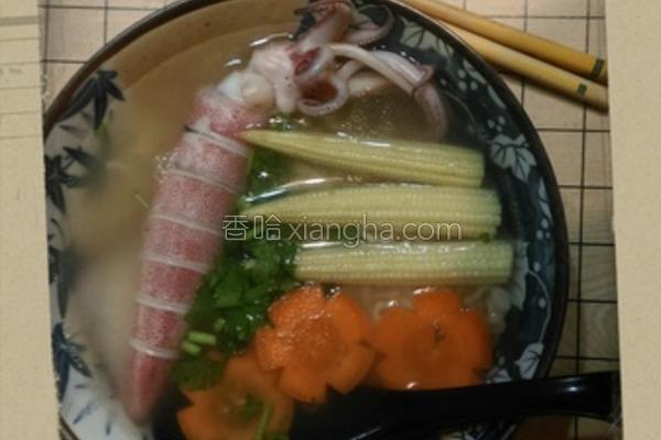 鲜甜墨鱼汤面的做法