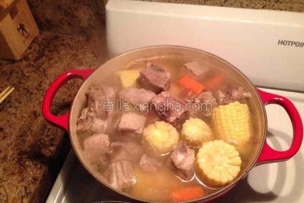 玉米萝卜排骨汤的做法