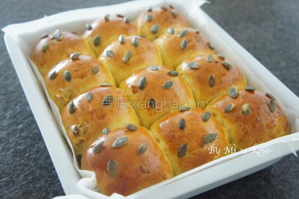 南瓜核桃小餐包的做法