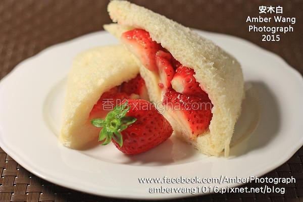 草莓炼奶面包的做法