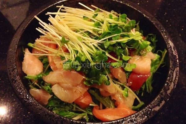 生鱼片沙拉的做法