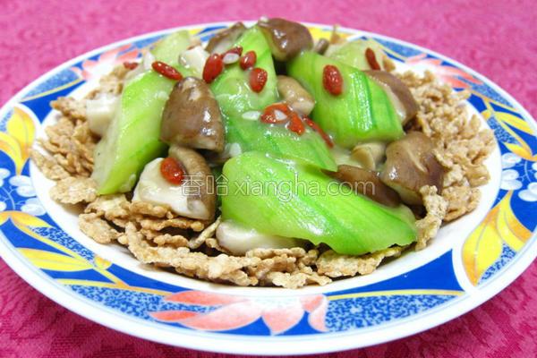 香菇丝瓜烩麦米片的做法