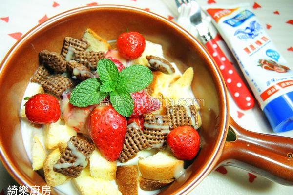 草莓面包鲜奶的做法