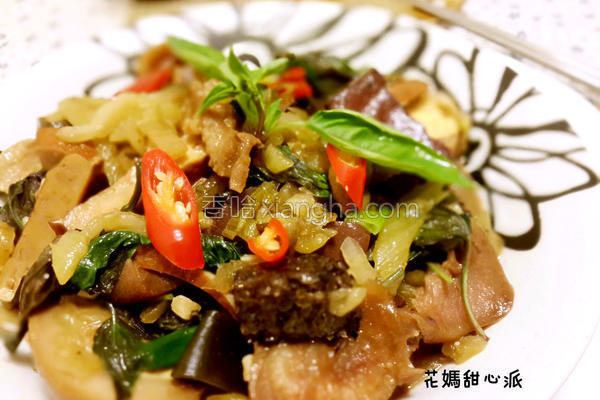 酸菜炒卤味的做法