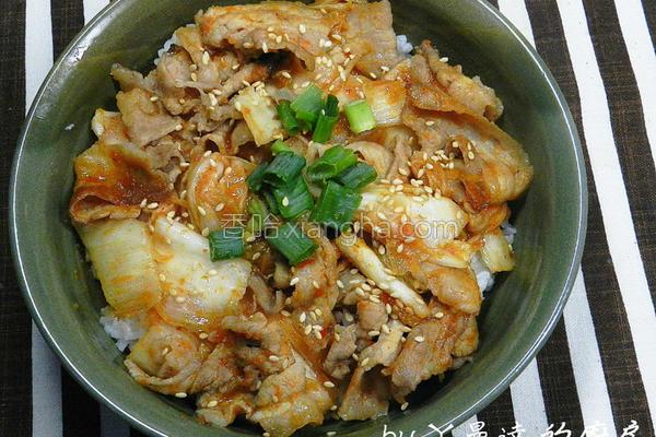 黄金泡菜猪肉盖饭的做法