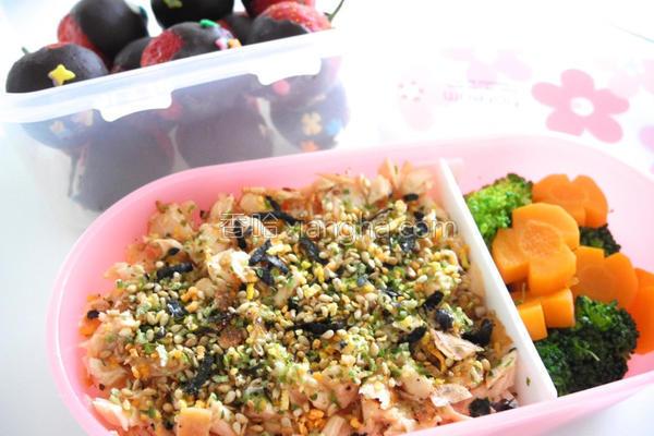 烤鲑鱼松饭的做法