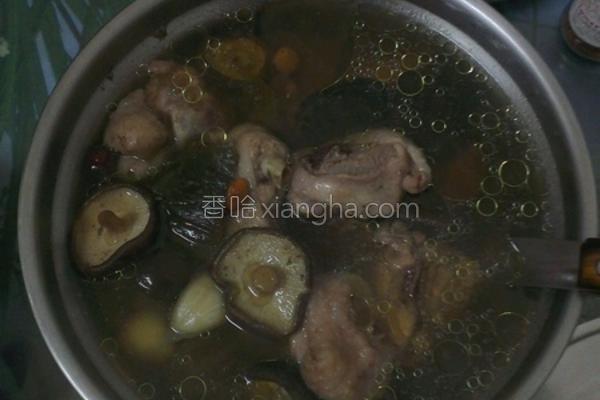 香菇脆瓜仔鸡汤的做法
