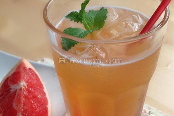 鲜榨葡萄柚绿茶的做法