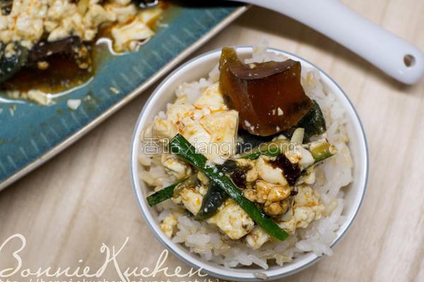 凉拌肉燥皮蛋豆腐的做法