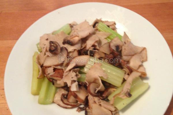 鸡肉芹菜炒蘑菇的做法