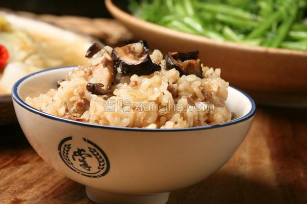 黑早冬菇豚肉炖饭的做法