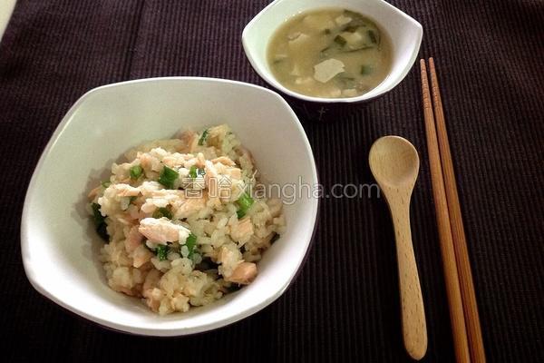 味噌鲑鱼炊饭的做法