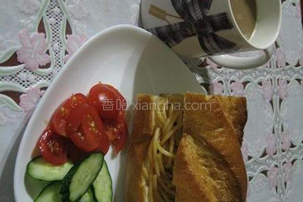 番茄肉酱面面包的做法