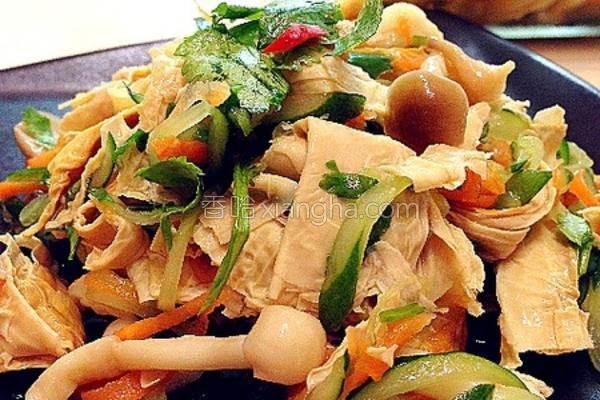 腌燻豆皮拌鲜蔬的做法