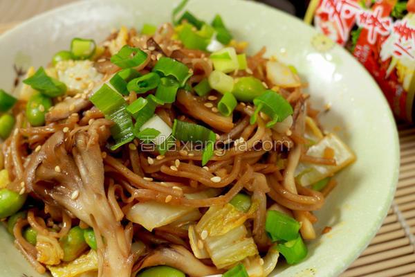 辣炒舞菇荞麦面的做法