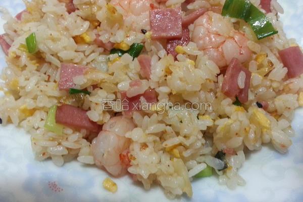 虾仁火腿蛋炒饭的做法