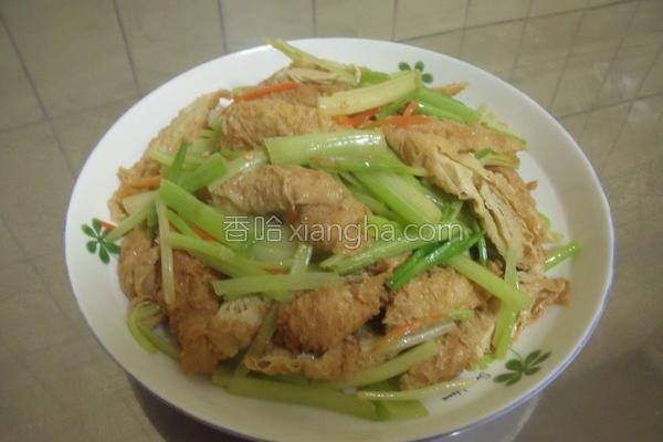 芹菜炒豆肠的做法