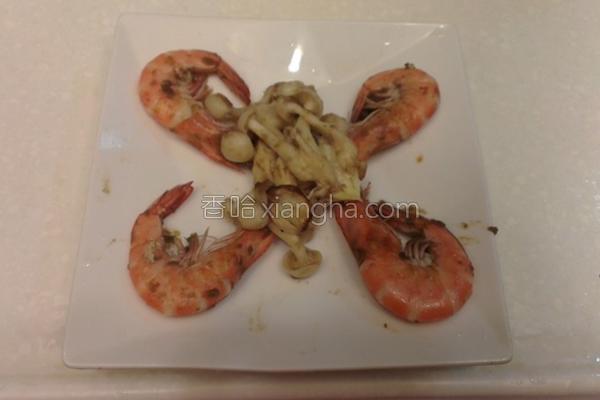 菇菇炒胡椒虾的做法