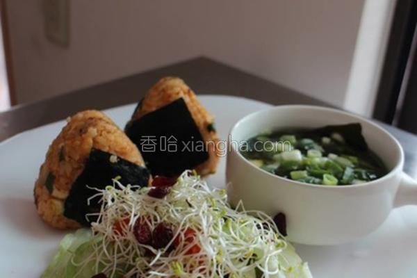 泡菜鲔鱼三角饭团的做法