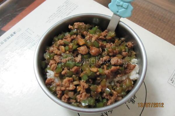 青椒肉末拌饭的做法