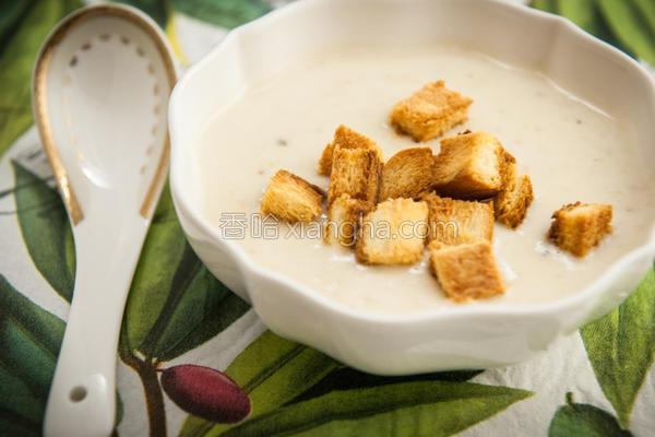 莱豆浆汤附面包丁的做法