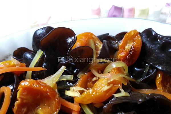 黑木耳佐油封番茄的做法