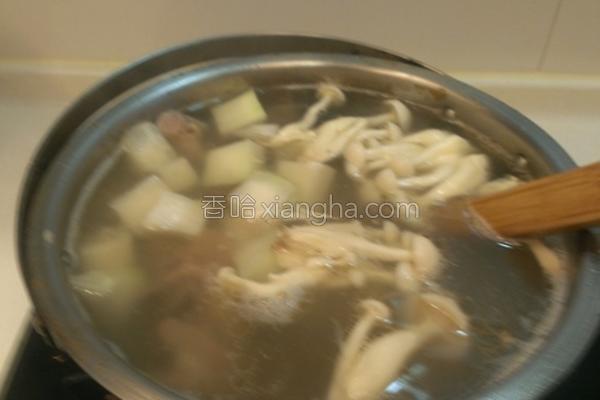 菇菇大头菜排骨汤的做法