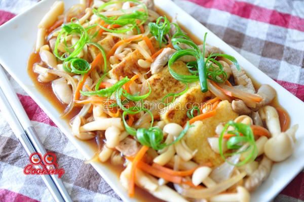 蚝油菇菇烩豆腐的做法