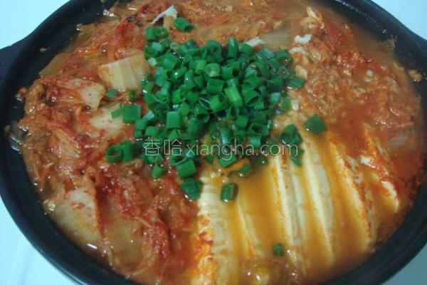 鲔鱼泡菜锅的做法